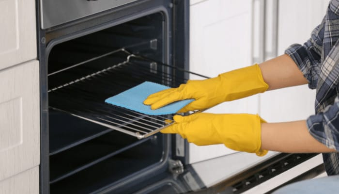 How to Clean an Oven Without Oven Cleaner (Easy and Safe)